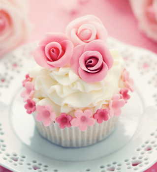 Learn to decorate cakes like this